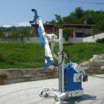 Multifunkční manipulátor s devíti typy pohybů: pro biaxiální manipulaci s břemeny jakéhokoliv tvaru do 300 kg. instalaci skel atd.