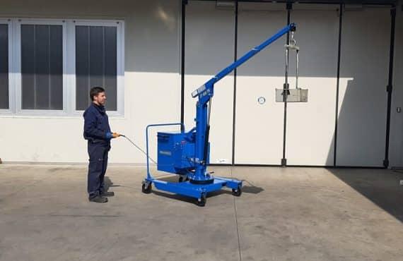 malé plně elektrické a půl elektrické jeřáby s maximální nosnosti až do 400 kg.