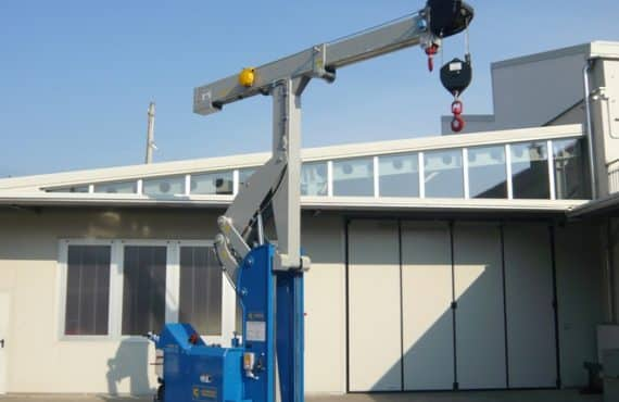Macchina per sollevamento stampi con portata fino a 10.000 kg.