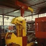 Macchina per sollevamento stampi con portata fino a 15.000 kg.