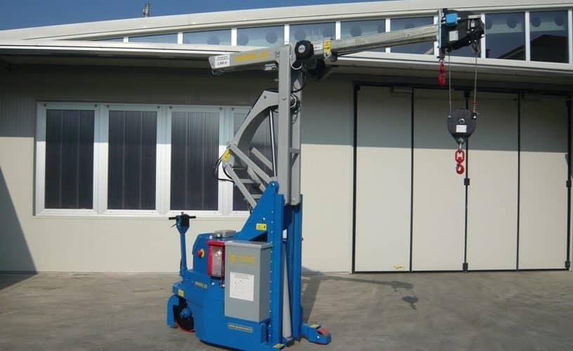Macchina sollevamento stampi portata 2000 kg.
