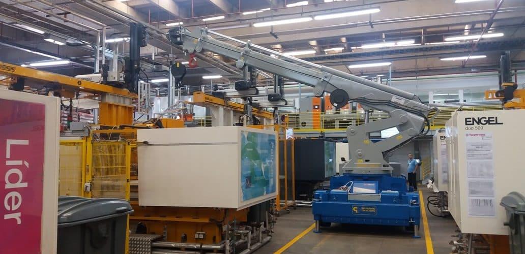 Macchina per sollevamento stampi con portata fino a 25.000 kg.