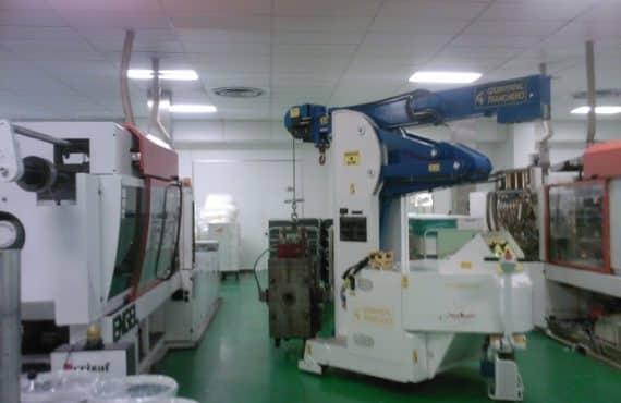 Macchina per sollevamento stampi con portata fino a 4.000 kg.