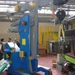 Macchina per sollevamento stampi con portata fino a 6.000 kg.