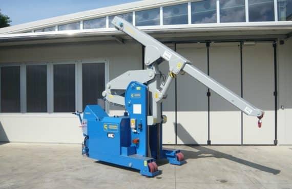 Elektrický jeřáb pro manipulaci s formami v oblasti výroby pneumatikMinidrel 75S_ARR