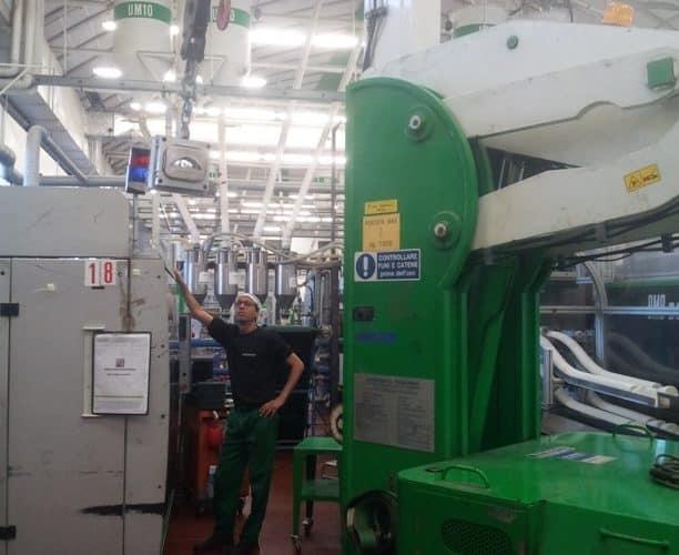 Macchina per sollevamento stampi con portata fino a 7.500 kg.