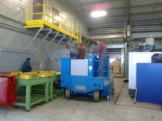 Macchina sollevamento stampi portata 30.000 kg