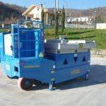 Macchina per sollevamento stampi con portata fino a 50.000 kg.