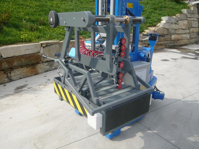 Mesa basculante com capacidade До 25 t. Específica para MINIDREL série S e série B. Possibilidade de instalação de empurradores.